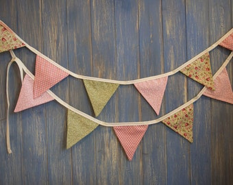 Small Classic Bunting. Shabby Chic Bunting. This lovely floral strand is 3m long.