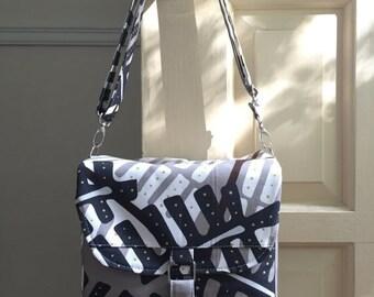 black friday 20% off // medium camera bag // grey tan fern // padded adjustable strap dslr camera bag // READY TO SHIP