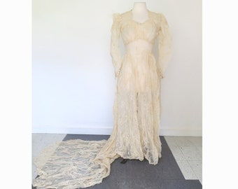 BRIDE // stunning 1940s wedding dress with long train and veil / XS S
