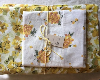 Vintage remixed twin sheet set in warm florals / twin flat sheet twin fitted sheet vintage pillowcase