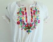 Ladies Vintage Blouse // Ethnic Floral Bohemian Short Sleeve Oaxacan Embroidered Hippie Peasant Top