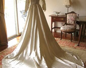 DRESS Vintage Authentic Cream Liquid Satin WEDDING GOWN Bride Long Train & Purse