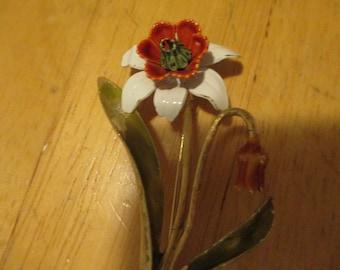 Vintage costume jewelry  /  WEISS FLOWER BROOCH