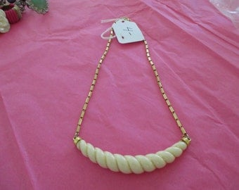 VINTAGE COSTUME JEWELRY  / Clearing out sale  , Necklace