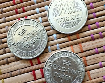 """Trio of Vintage """"Good Time"""" Tokens, R"""