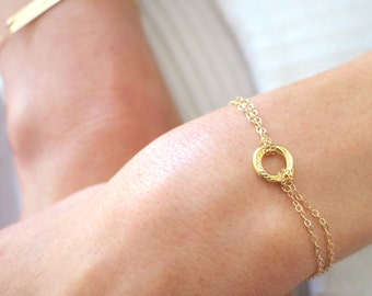 Twisted Gold Circle bracelet - dainty gold chain bracelet - gold filled
