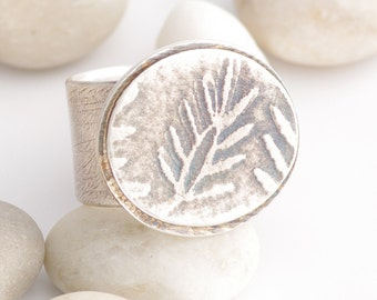 Smiling Today Leaf Imagery Message Ring With Inside Inscription