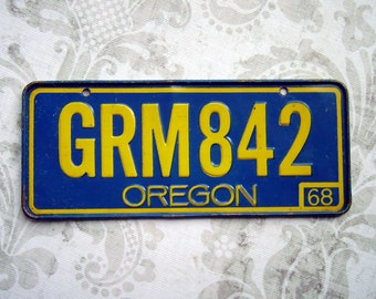 Vintage License Plate Oregon 1968 – Bicycle Cereal Premium Toy Prize Miniature – Yellow-Orange on Blue – GRM842