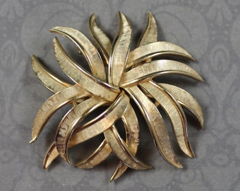Vintage Trifari Brushed Gold Starburst Brooch