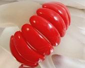 Vintage Red Lucite Bracelet. Curved Opaque Red Bead Bracelet.  70s Mod Bracelet. Stretch.