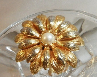 SALE Vintage Flower Brooch. Faux Pearl Center. Spring Flower Blossom Pin.