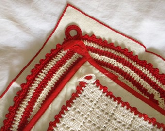 4 piece Vintage RED AND CREAM Potholders & Napkin
