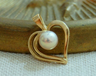 Cara - Lovely freshwater pearl heart pendant, youth, teens, women, first communion, Sweet Sixteen, Prom, wedding, Valentine's gift, Birthday