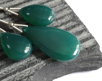 Green Onyx Smooth Briolettes, CLOSE MATCHED TRIO 17 - 26mm, Emerald Green Onyx Polished Briolettes, Green Onyx Briolettes