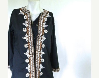 20% OFF SALE vintage.  Black Embroidered Tunic Blouse / Jacket  // S to M