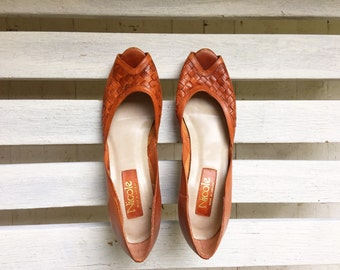 Vintage brown woven leather slip on heels, kitten heels, high heels, cognac leather womens shoes size 8, 7 and a half