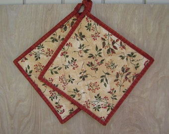 """Quilted Potholders """"Berries"""" Set of 2, Quilted Hot Pads, Fabric Potholder, Quiltsy Handmade, Fabric Potholders"""