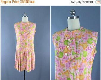 SALE 50% OFF - Vintage 1950s Dress / 50s Day Dress / Pink Safari Novelty Print Dress / 1950 Sundress / Size Small S