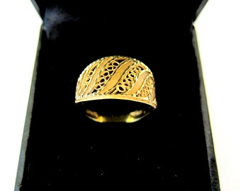 18K Solid Yellow Gold Ring,Filigree Design,2.9 Grams