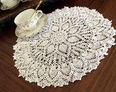13 Inch White Lacy Crochet Doily - Pineapple Patterned, Vintage Doiles 12915