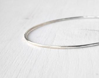 Silver bangle skinny bracelet / hammered stacking silver bangle / shiny silver hammered bangle /