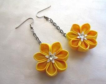 Fields of Gold Kanzashi Flower Earrings MountainMusings