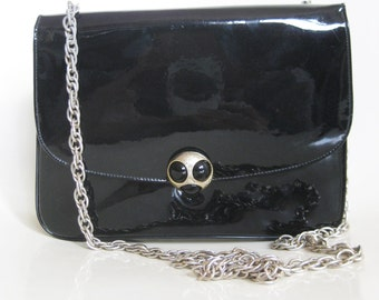 Vintage 1960s Patent Leather Purse Handbag Shoulderbag Chain Strap Brass Clasp 60s Mod Mid Century Midnight Black Classic Indie Hipster