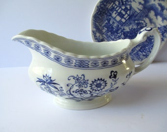 Vintage Meakin Classic White Blue and White Gravy Boat