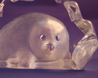 Swedish artist Mats Jonasson comes the beautiful Arctic Seal Pup handmade Crystal Paperweight / Sculpture ~ # 3150 ~ Very Good