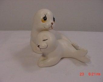 Vintage Mom & Baby Seal Figurines   16 - 89