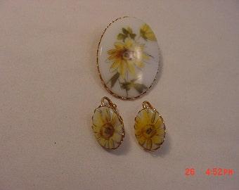 Vintage Daisy Flowers Brooch & Clip On Earring Set   16 - 331