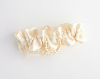 Ivory Garter Pearls, Bridal Garter Pearls, Lace Pearl Garter, Garter With Lace Pearls, Lace Garter Pearls, Pearl Bride Gift, FREE SHIPPING