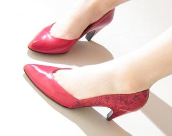 Vintage 1980s Red Pumps by Stuart Weitzman / 80s Designer Heels in Leather and Faux Snakeskin / 6 1/2