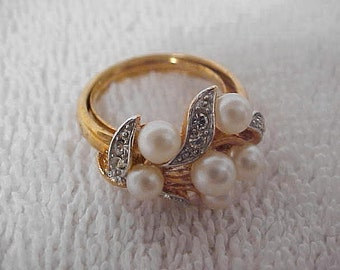 Avon Cluster Ring Goldtone Finish Faux Pearl Rhinestone Vintage 1971 Size Medium