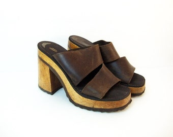 Size 6.5 7 Brown Leather and Wood Heel 90s Platforms Minimal 70s style Sandals Shoes