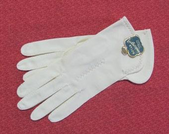 Vintage Ladies Superb White Leatherspun Beaded Nylon Gloves Size 6.5 With Tag