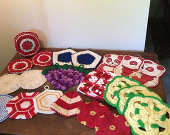 22 Vintage Potholders Crochet Embroidered Bottle Cap Knit Appliqué 1 Holder
