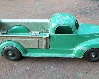 Vintage 1940's Hubley Tow Truck Wrecker 460 Kiddie Toy With Tailgate Die Cast Green