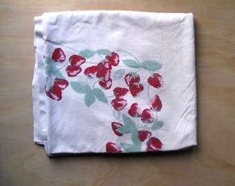 Vintage 51in x 47in Strawberries Tablecloth