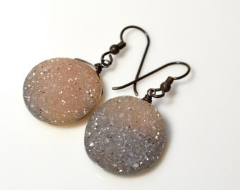 LP 1294 Round, Sandy Beige and Grey Glittering Crystal Drusy Earrings