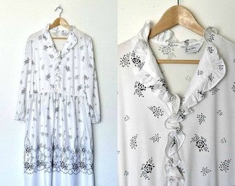 FALL SALE 15% OFF Vintage 70s white and black floral print dress Ruffled collar Ruffles down chest Long sleeves Stretchable waist Plus size