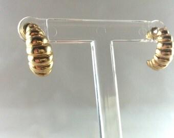 Golden curl earrings