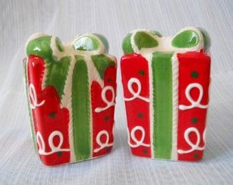 Christmas Present Salt and Pepper Shakers - vintage, collectible, Christmas, Holiday
