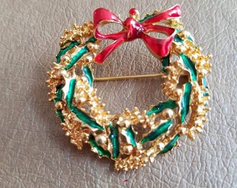 Vintage Gerry's Christmas Wreath Pin Or Brooch Gold Tone Metal Red and Green Enamel