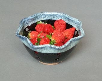 Berry Bowl Colander Table Strainer in Glossy Black Blue Speckled Rim