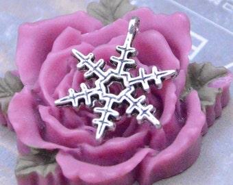 Antique Silver snowflake pendant, Necklace pendant drop, Jewelry Supplies 18mm 12 pieces
