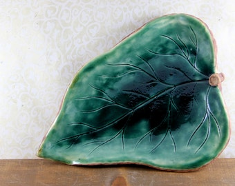 Green Leaf Platter - Wood Texture Underside