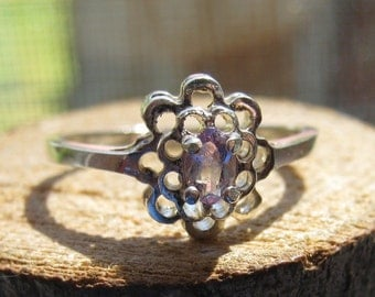 Vintage Sterling Silver Simple Ladies Women's Ring with Small Cubic Zirconia Stone Flower Design Size 9