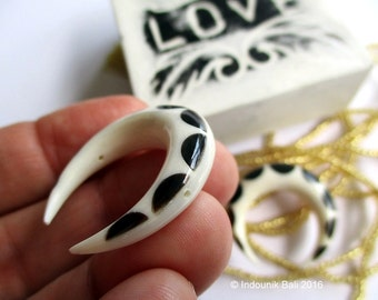 Double Horn Crescent Bead Black White Carved Bone with Horn Inlay Double Drilled - Naga Dragon's Back Scallop Pattern