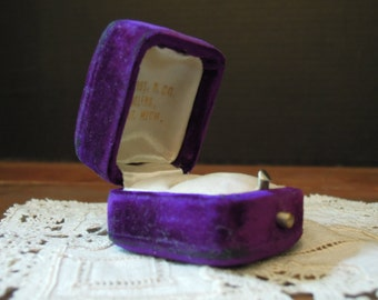 Vintage / Antique Victorian Purple Velvet Ring Case / Velvet Jewelry Case / Small Purple Case / Trinket Box / Ring Box